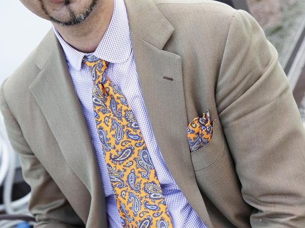 abbinare-cravatta-fantasia-paisley