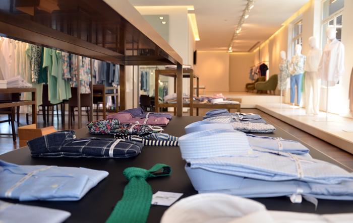 camicia-al-showroom-bagutta-milano-jpg